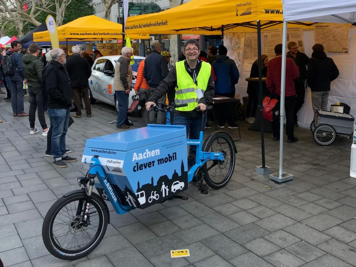 "Infolastenrad ""Aachen clever mobil"" beim Aachener Fahrradtag 2019"